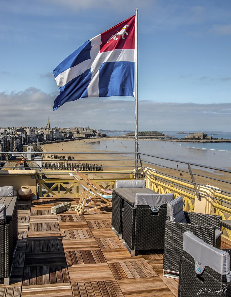 La Terrasse Panoramique Avec Canapé Et Transat Vue Sur Mer