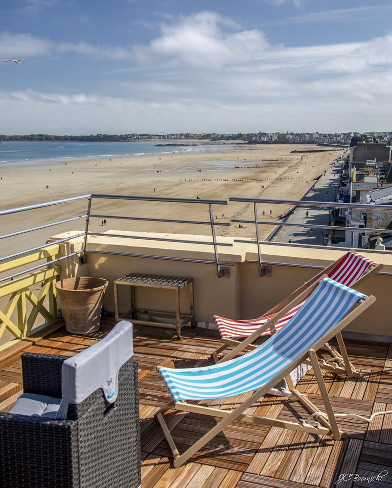 Une terrasse exceptionnelle vue sur la grande plage de st malo for Vue terrasse